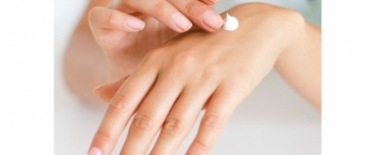Kosmetyki naturalne wciąż na topie! Za co kobiety pokochały naturalną pielęgnację?