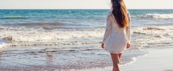 Tuniki oversize - jak je modnie nosić? 5 praktycznych wskazówek