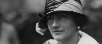 Kobieta z krawieckim zacięciem – Coco Chanel